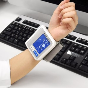 うす型手首式血圧計